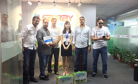 Leadray's VIP Clients From Saudi Arabia Inspect The Status Of Their Order For Motion Sensor Outdoor Solar Light